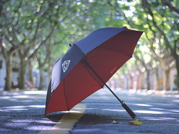 定制雨伞作为礼品的广告宣传优势